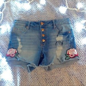 ❄️Flower patch distressed shorts